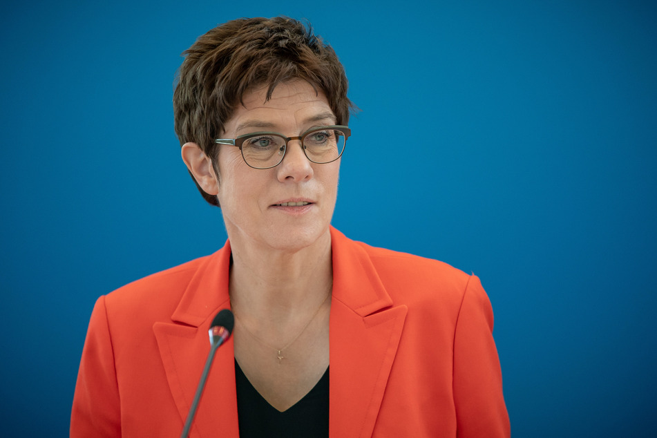 Verteidigungsministerin Annegret Kramp-Karrenbauer (CDU) dankt der Bundeswehr für ihren Hilfseinsatz während der Corona-Krise.