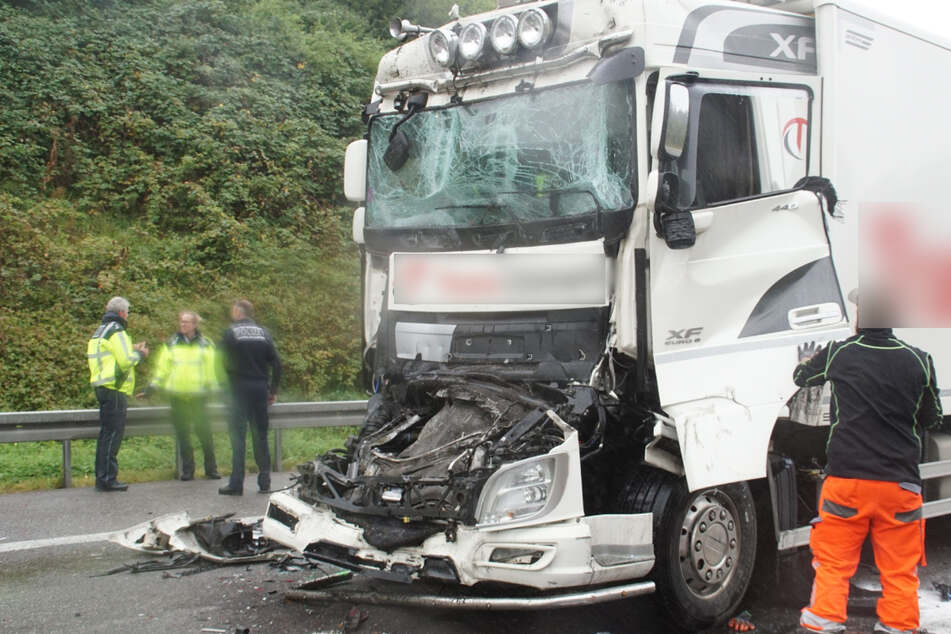 An dem tödlichen Unfall waren insgesamt drei Lastwagen beteiligt.