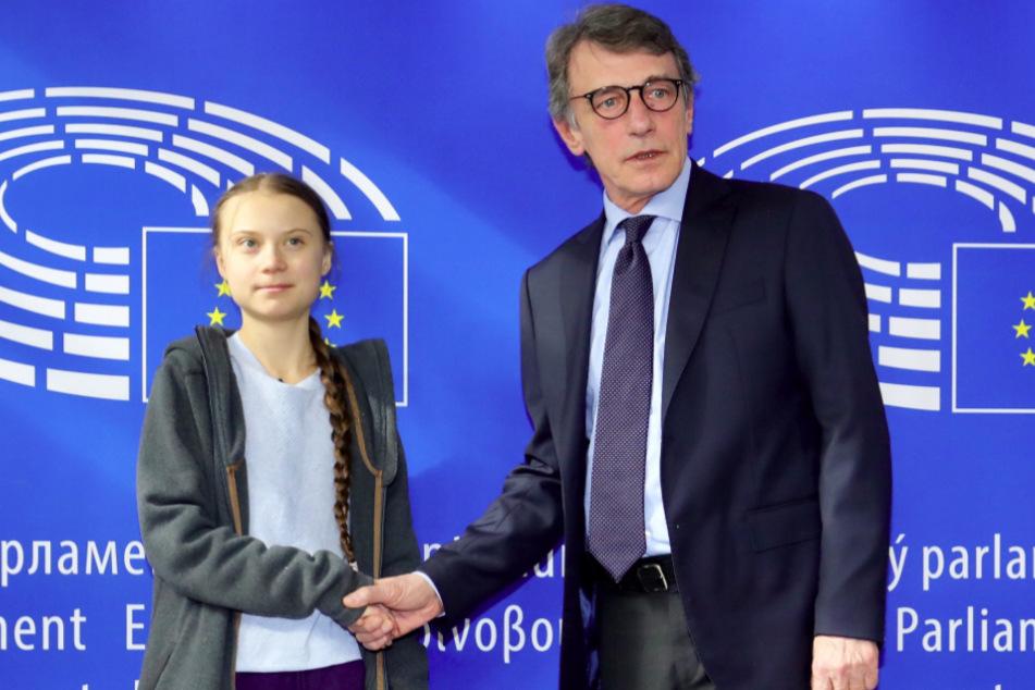 Brüssel, Anfang März: David Sassoli, Präsident des Europäischen Parlaments, schüttelt Greta Thunberg, schwedische Klimaaktivistin, bei der Ankunft zu einer Sitzung des Umweltrates im Europäischen Parlament die Hand.