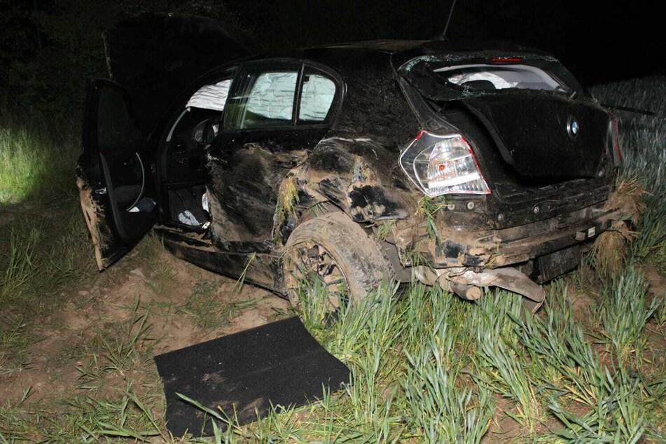 Schwerer Unfall: 21-Jähriger kommt von Autobahn ab, rast durch Felder und landet im Bergbau-Park