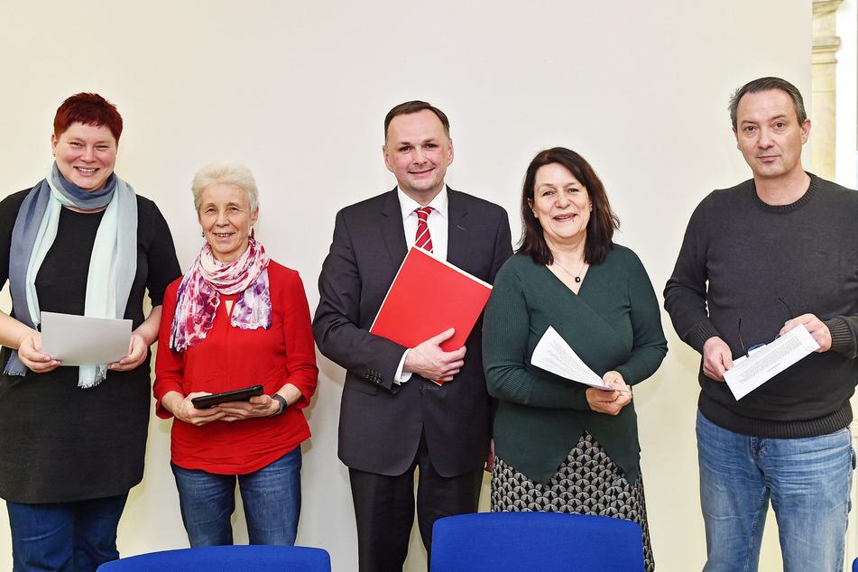 Haben sich geeinigt: Dana Frohwieser (v.l., 43, SPD), Margot Gaitzsch (65, Linke), Andre Schollbach (41, Linke), Christiane Filius-Jehne ( 63, Grüne) und Jan Donhauser (50, CDU).