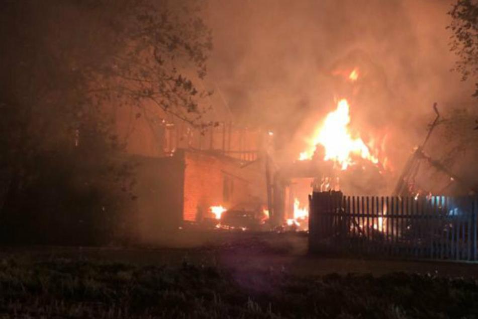 Scheune und Wohnhaus bei Brand zerstört