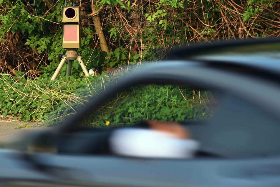 Am Samstagabend ist ein BMW-Fahrer mit satten 163 km/h in Wolgast von der Polizei erwischt worden. (Symbolfoto)