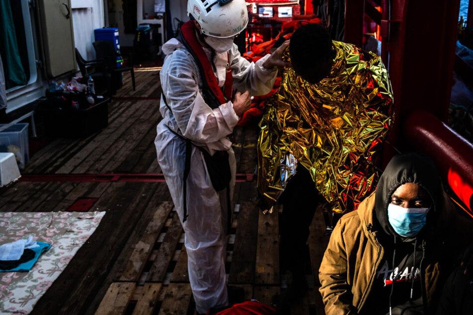 """""""Ocean Viking"""" nimmt rund 120 Bootsmigranten vor Libyen auf"""