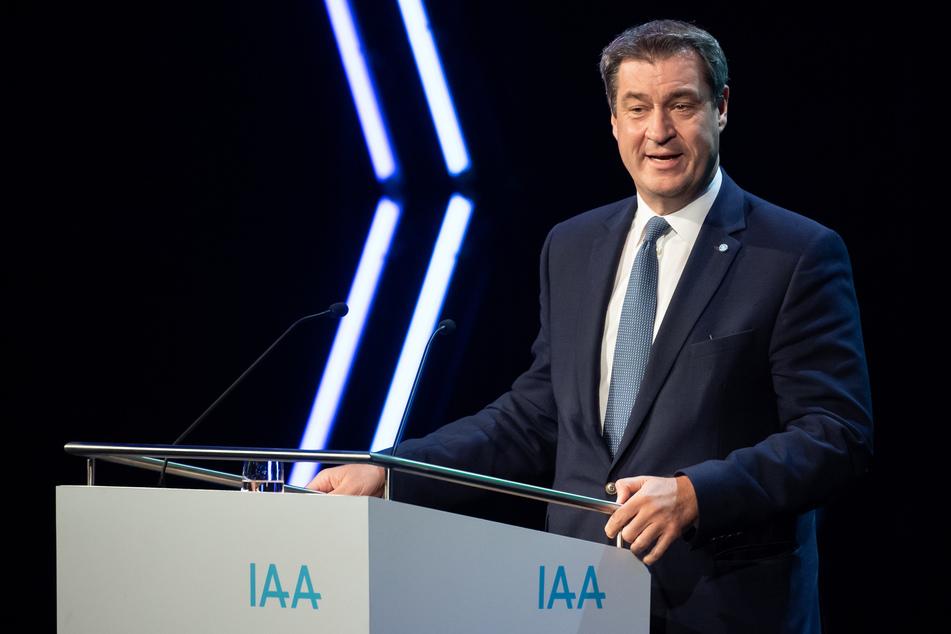 1. Juli, München: Markus Söder (CSU), Ministerpräsident von Bayern, nimmt auf dem Gelände der Messe München an einer Pressekonferenz zur Vorstellung des Konzeptes für die Internationale Automobilausstellung (IAA) 2021 teil. Die IAA soll 2021 zum ersten Mal in München stattfinden.
