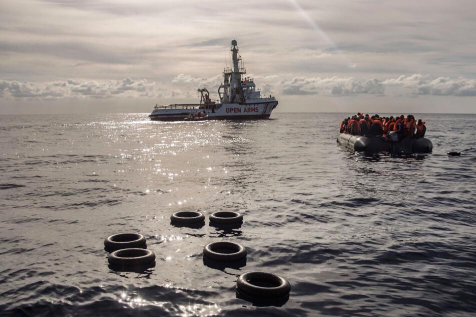Im Mittelmeer kommt es immer wieder zu Bootsunglücken, bei denen Flüchtlinge und Migranten ertrinken.
