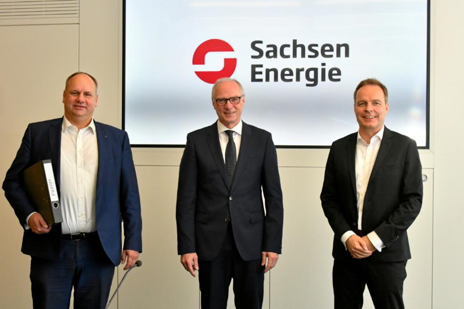 Dresdens OB Dirk Hilbert (l., 48, FDP), der Sebnitzer OB Mike Ruckh (M., 56) als Vertreter der KBO und ENSO-Vorstand Frank Brinkmann (53) haben die Pläne für die Fusion von ENSO und DREWAG vorgestellt.