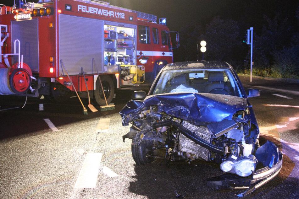 Auch ein beteiligter VW Polo ist vollkommen zerstört worden.