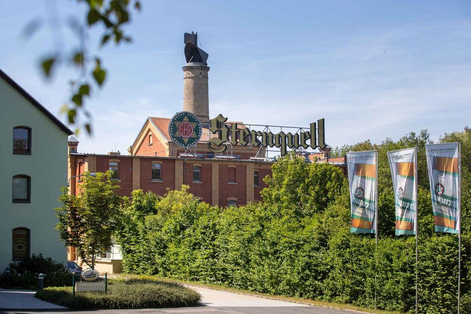 Nahe der ehemaligen Sternquell-Brauerei liegen verdächtige metallische Gegenstände unter der Erde.