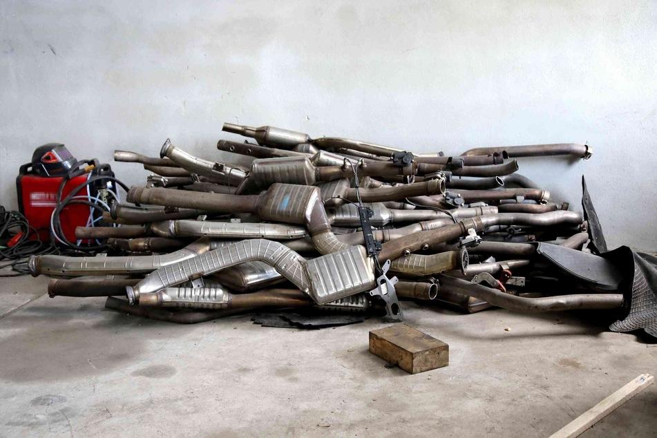 Mindestens sieben gestohlene BMW wurden auf dem Betriebsgelände zerlegt.