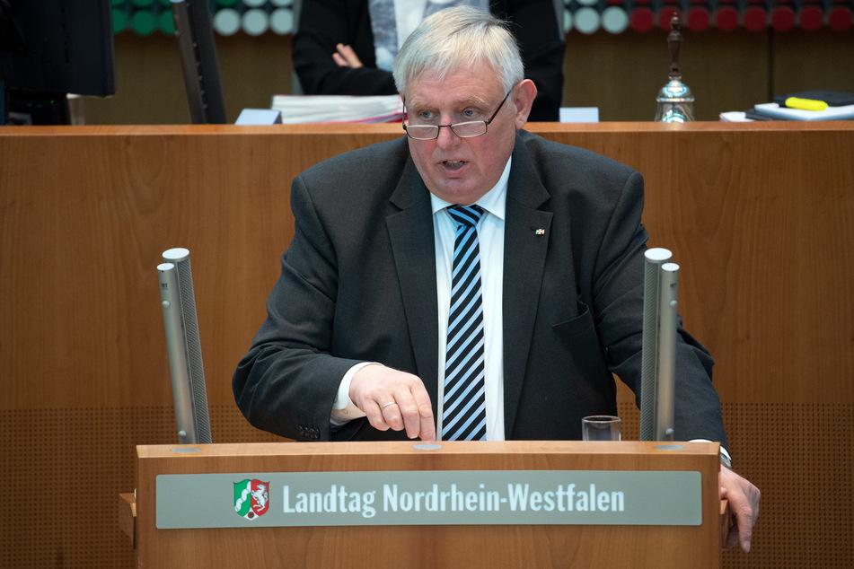 NRW-Gesundheitsminister Karl-Josef Laumann (CDU) will aus der breiten Kritik der vergangenen Wochen am Corona-Krisenmanagement Konsequenzen ziehen.