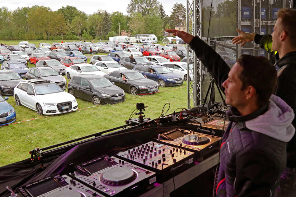 """Party im Auto: DJ-Duo """"Gestört aber GeiL"""" legt in Zwickau auf"""
