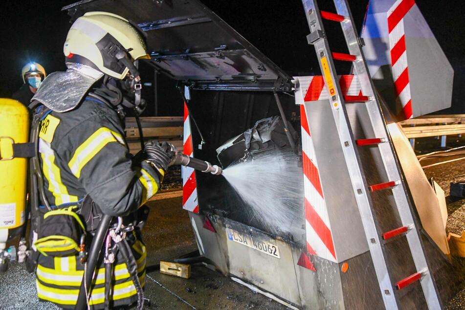 Die Einsatzkräfte der Feuerwehr konnten den Brand im Innenraum des Blitzers löschen.