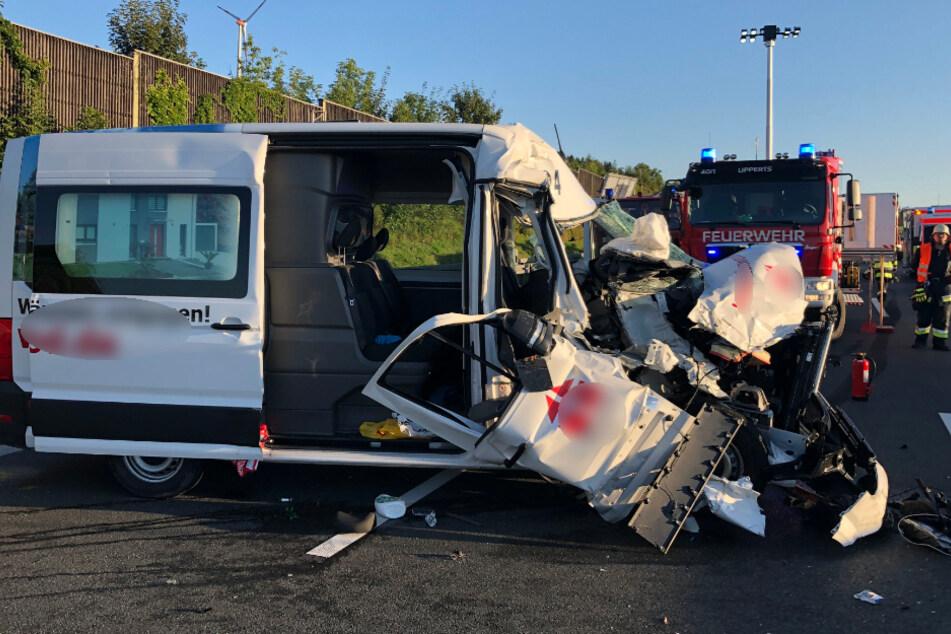 Schwerer Unfall auf A9: Fünf Verletzte, Beifahrer wird aus Transporter geschleudert