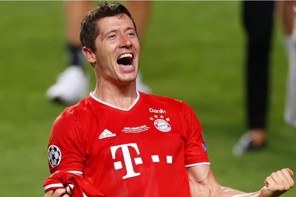 Robert Lewandowski (32) vom FC Bayern München feiert nach dem Gewinn des Champions-League-Finalspiels den großen Erfolg.