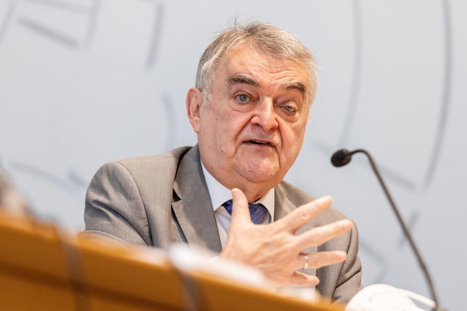 NRW-Innenminister Herbert Reul (68, CDU) stellte am Dienstag den neuen NRW-Verfassungsschutzbericht in Düsseldorf vor.