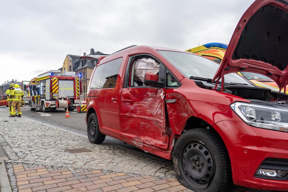 Heftiger Crash in Rodewisch: Kleintransporter kracht in Caddy