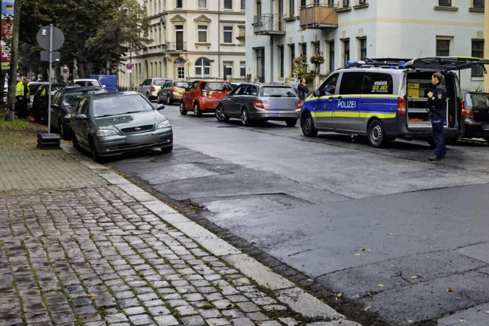 Der Verkehrsunfalldienst ist derzeit vor Ort und ermittelt zum Unfallhergang.