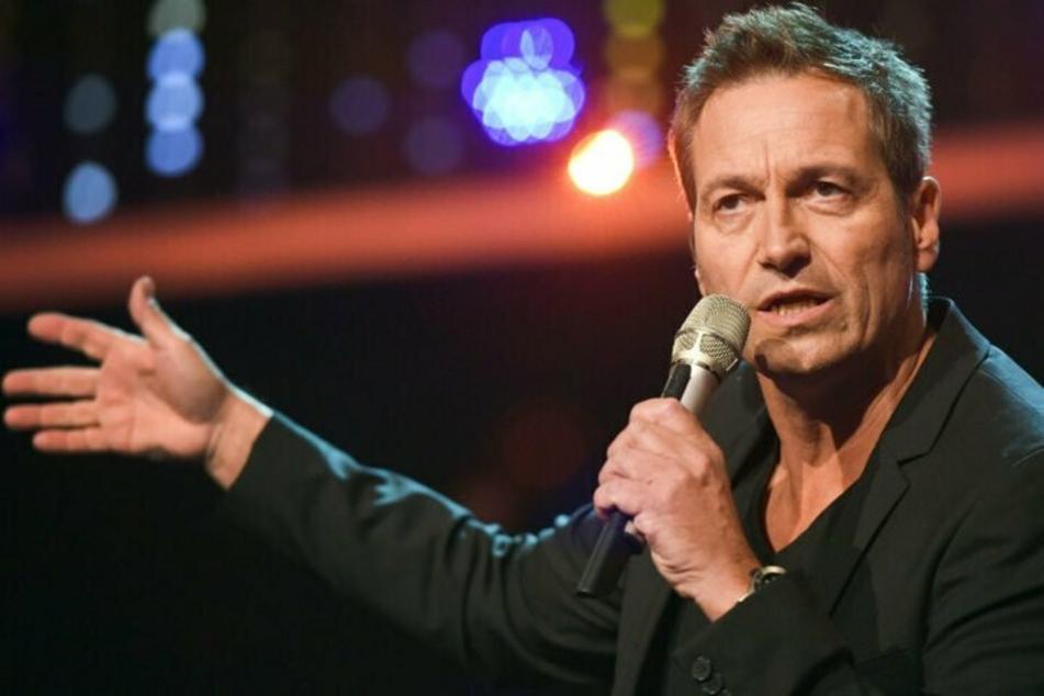 """Der Kabarettist Dieter Nuhr (60) verkündete ebenfalls sein """"Show-Aus"""" - zumindest bis zum Herbst."""