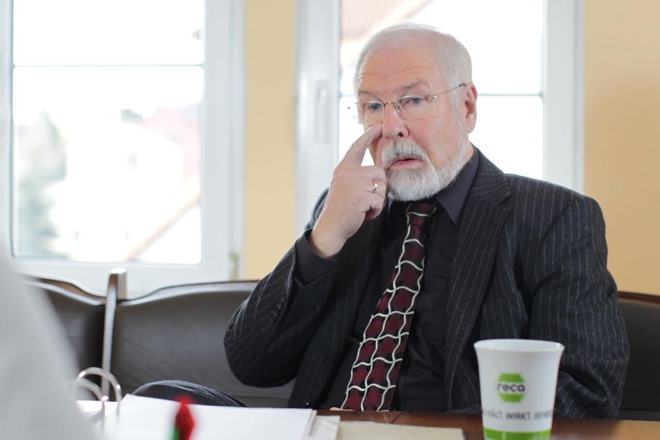 Hans-Jürgen Behr (74), einst CDU-Mitglied und lange Chef im Hochland, schaltete sich prompt ein, als seine Nachfolgerin in Bedrängnis geriet.