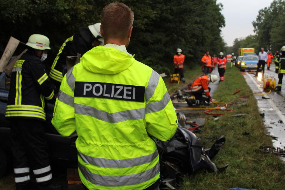 Autofahrer stirbt bei Horror-Crash mit Laster: Ermittlungen gegen 21-Jährigen