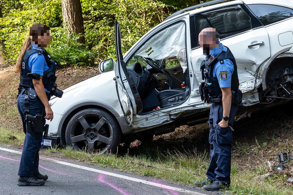 Der Hyundai war bei dem Zusammenstoß mit fünf Personen besetzt, zwei davon (acht und 16 Jahre alt) wurden leicht verletzt.