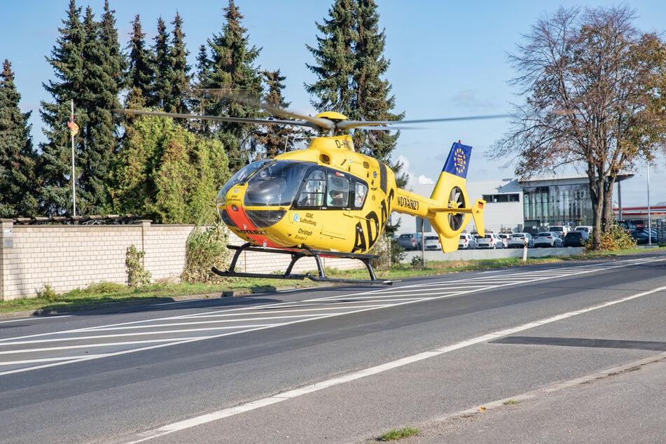 Ein Rettungshubschrauber war vor Ort, um den Verletzten in eine Klinik zu bringen.
