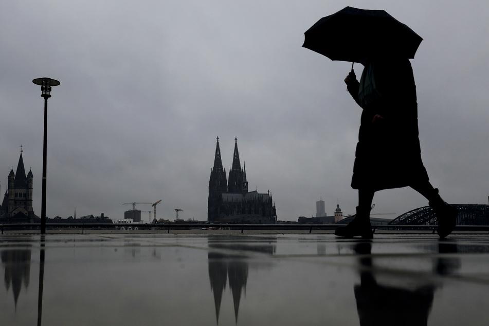 Die Menschen in Nordrhein-Westfalen erwartet in den kommenden Tagen ein Wechsel aus Wolken und Regen. (Symbolfoto)