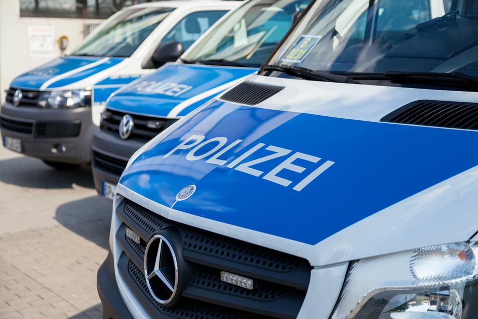 Weil die Polizei von einer pöbelnden Menge angegangen wurde, war Verstärkung notwendig. (Symbolbild)