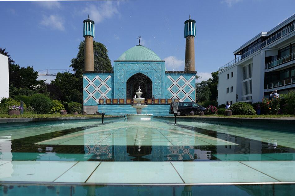 Die Imam-Ali-Moschee des Islamischen Zentrums Hamburg (IZH) wurde von Unbekannten mit Farbe beschmiert. (Archivbild)