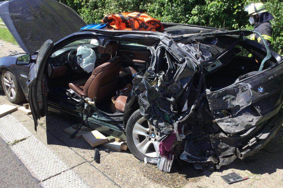 Der BMW wurde bei dem Unfall auf der A565 zerstört.