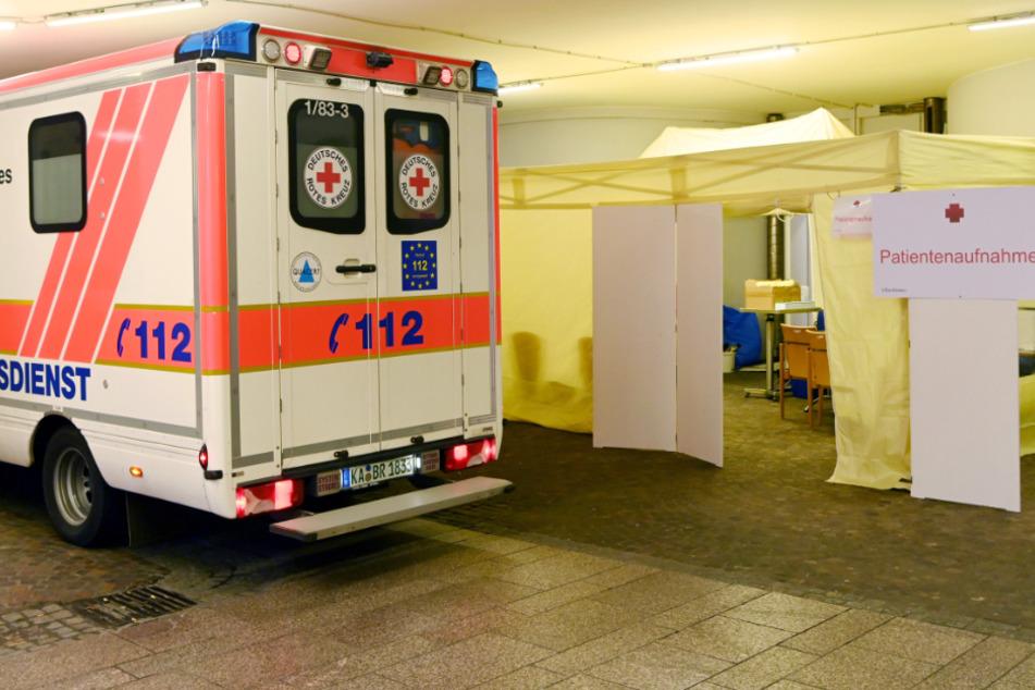 27. Februar: Vor der Notaufnahme der Karlsruher Vincentius-Klinik wurde ein Empfangszelt aufgebaut als Vorsichtsmaßnahme wegen des Coronavirus.