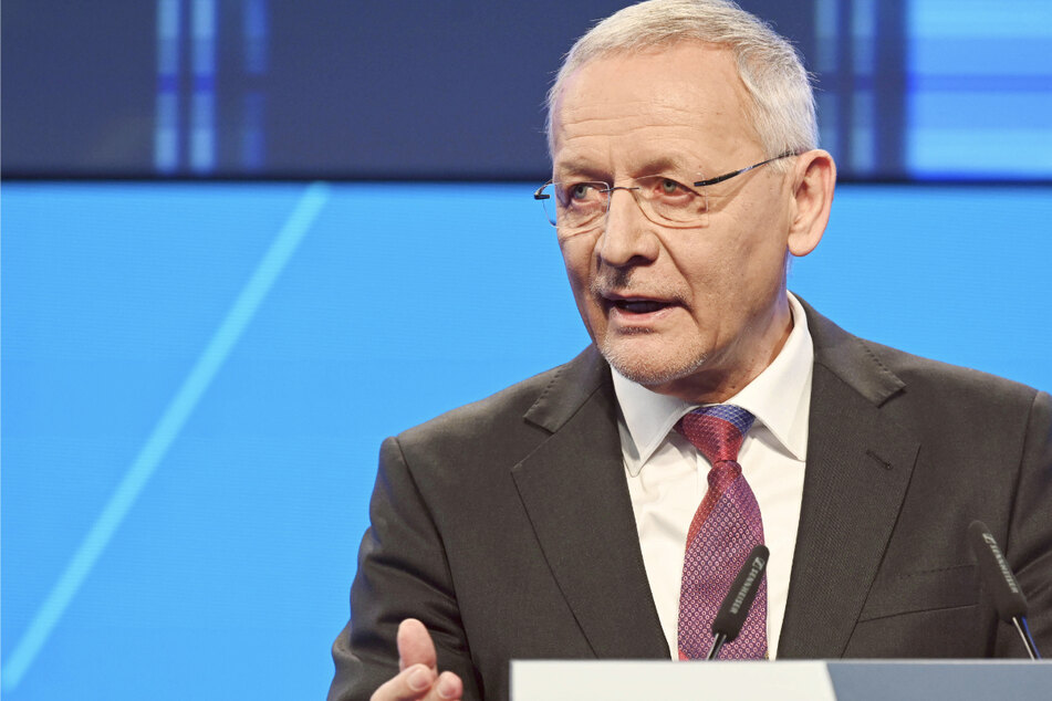 Wolfgang Grenke, Präsident der Industrie- und Handelskammer Karlsruhe (IHK), spricht beim Neujahrsempfang des Verbandes.