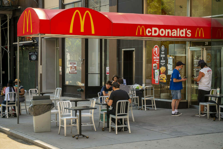 NYC to protect fast food workers from being fired without reason