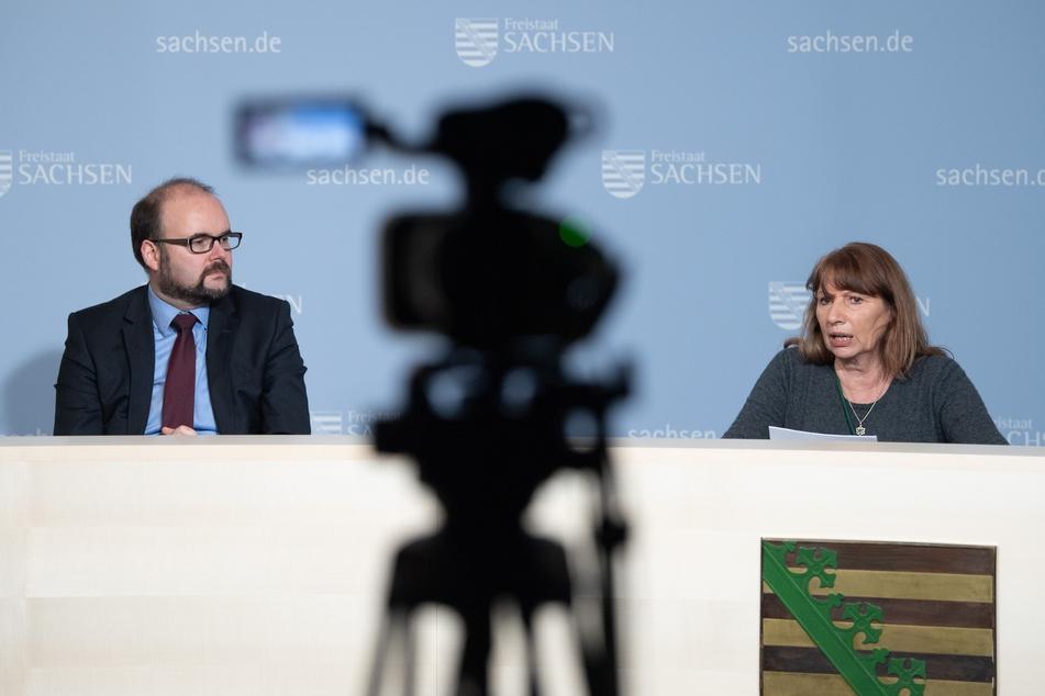 Christian Piwarz (45, CDU), Kultusminister von Sachsen, und Petra Köpping (62, SPD), Sozialministerin von Sachsen.