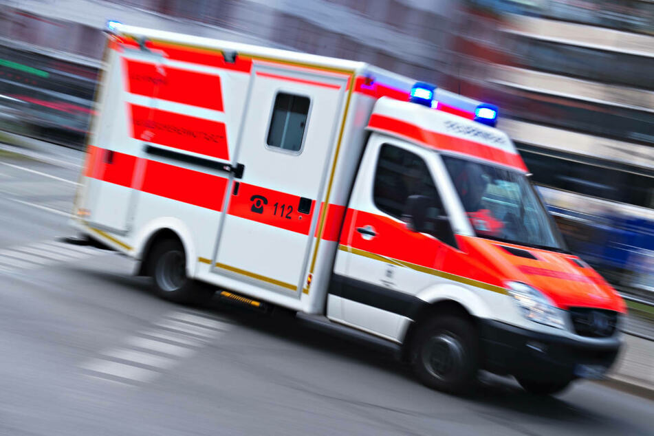 Die 24-jährige Motorradfahrerin ist mit schweren, aber nicht lebensbedrohlichen Verletzungen in eine Klinik gebracht worden. (Symbolfoto)