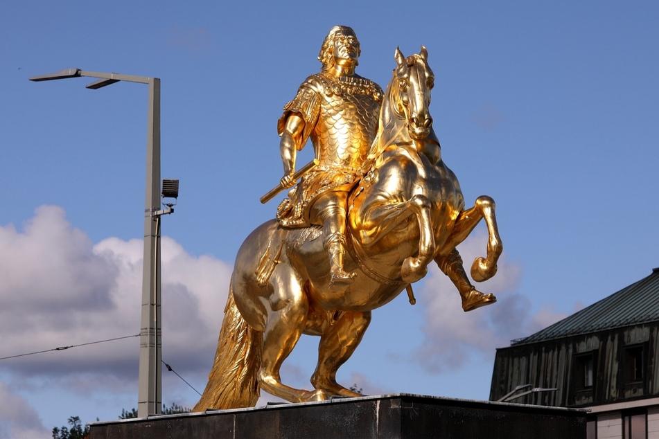 Trotz vieler Chaoten im Laufe der Zeit: Stolz steht er noch immer da, der Goldene Reiter am Neustädter Markt.