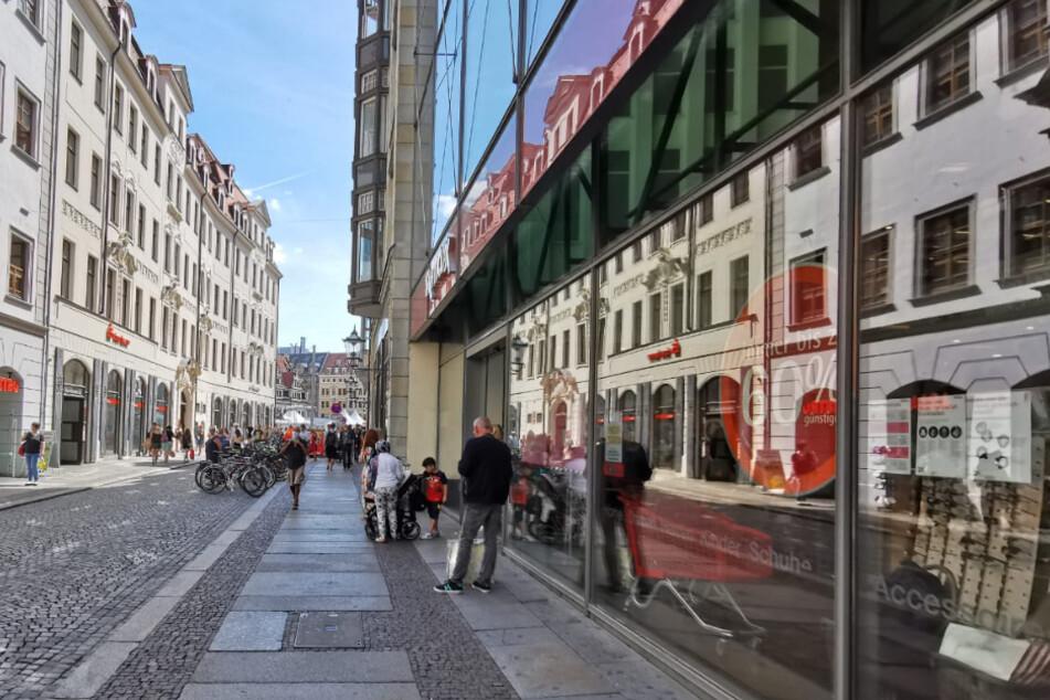 Verkäuferin zählt Kunden in Leipziger TK Maxx, einer rastet völlig aus!