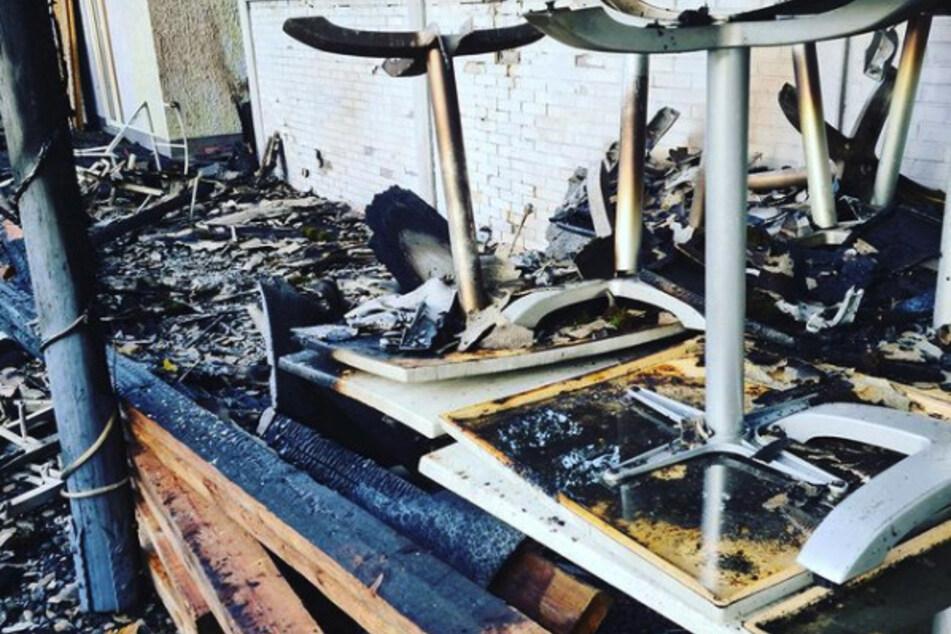 Fast hätten die Flammen auf das Gebäude übergegriffen. Der Außenbereich des Lokals hingegen wurde vollständig zerstört.