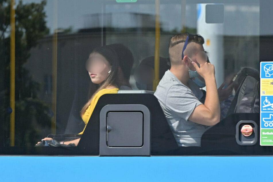 Fahrgäste ohne Maske sind in Chemnitzer Bussen und Bahnen immer häufiger zu sehen.