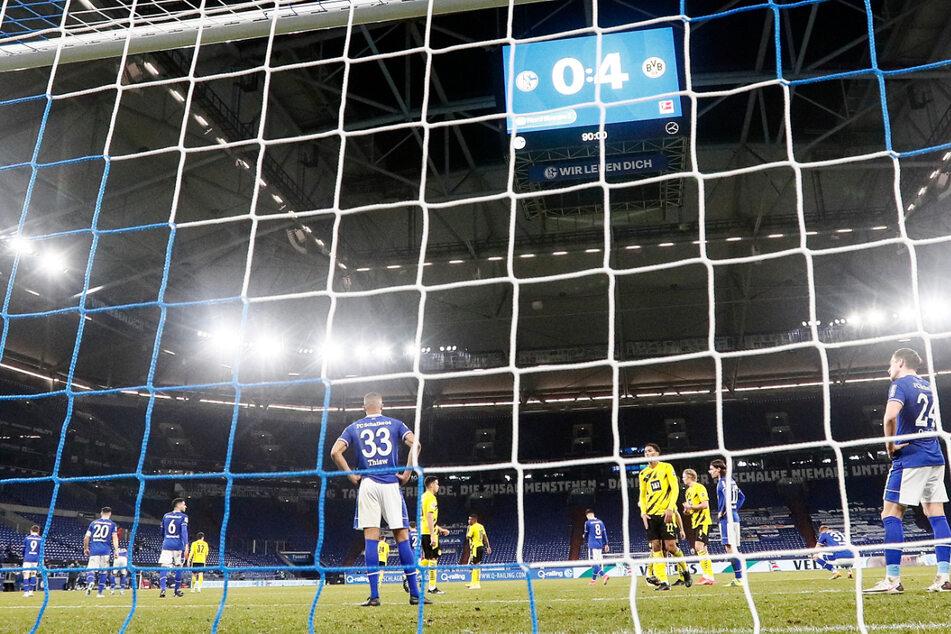 Im eigenen Stadion musste S04 eine herbe 0:4-Klatsche gegen den Erzrivalen Borussia Dortmund hinnehmen.