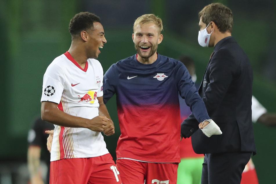 Leipzigs Tyler Adams (l.) freut sich mit Mannschaftskamerad Konrad Laimer. Der Österreicher möchte in Zukunft in Leipzig eine noch größere Führungsrolle übernehmen.