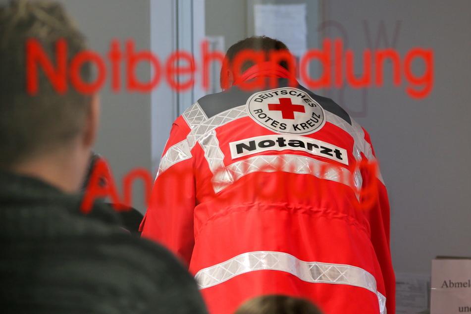München: Schrecklicher Unfall: Mann von Anhänger überrollt und schwer verletzt