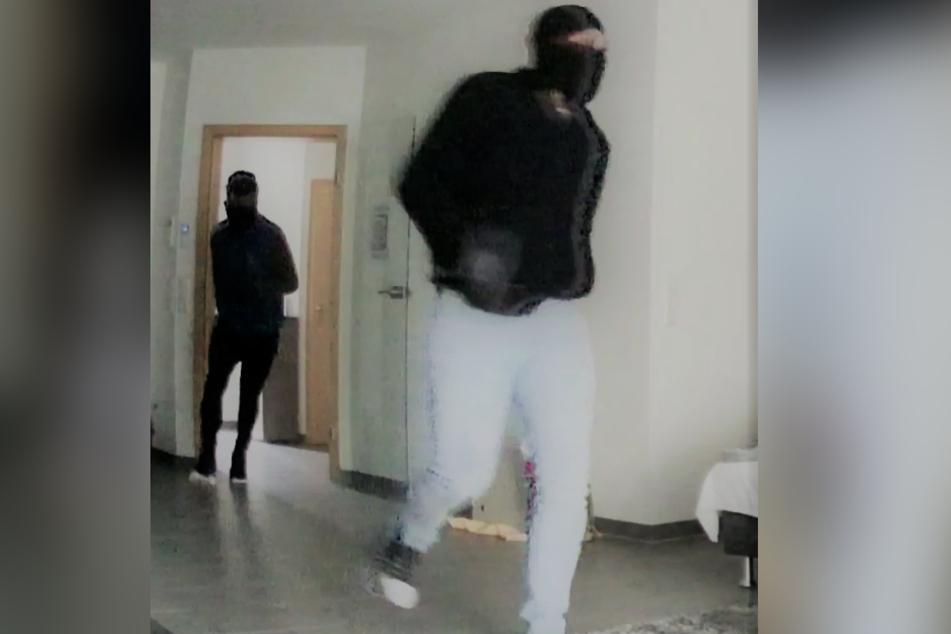 Eine Kamera zeichnete die Täter auf.