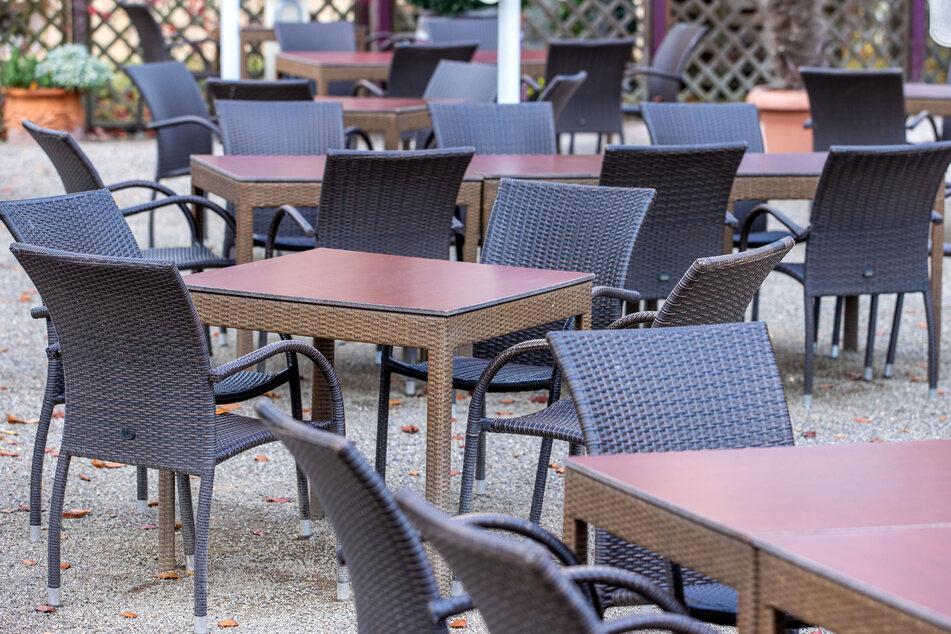 Deutschlandweit sollen Gastronomien wieder schließen. Die Wirtschaftsauskunftei Crif Bürgel warnt vor einer Pleitewelle.