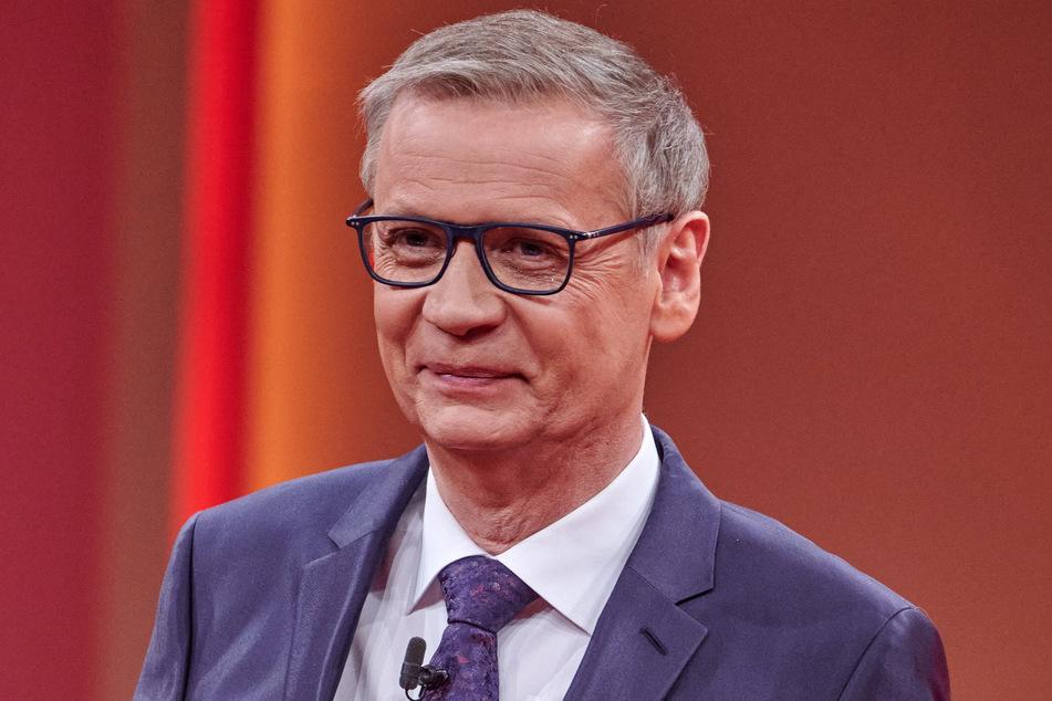 Moderator Günther Jauch (64) gratuliert der Maus zum 50. Geburtstag.