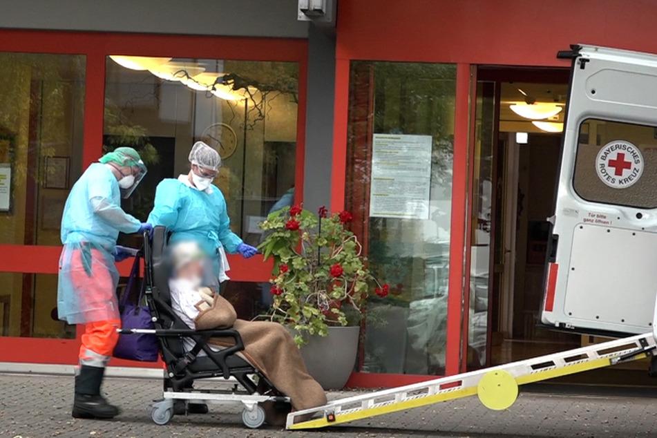 In einem Pflegeheim in Nürnberg haben sich 28 Personen mit Sars-CoV-2 infiziert.