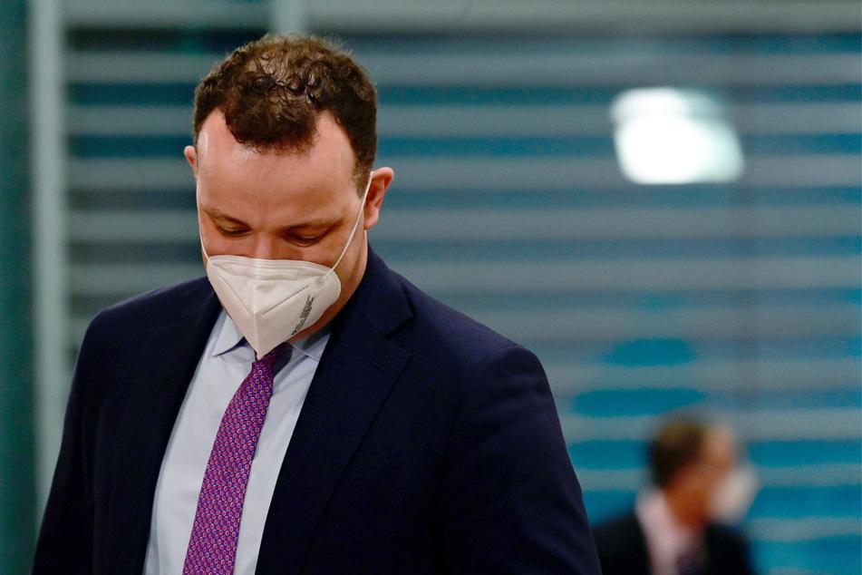 Jens Spahn (CDU), Bundesgesundheitsminister hat den Astrazeneca-Impfstopp verteidigt.