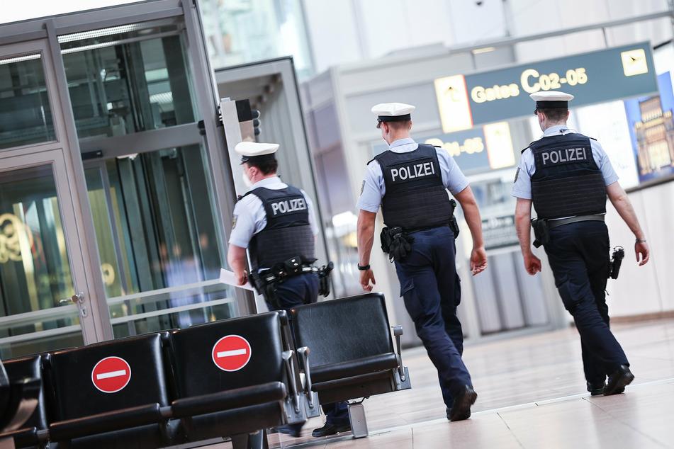 Die Polizei musste mit 16 Streifenwagen anrücken. (Symbolbild)