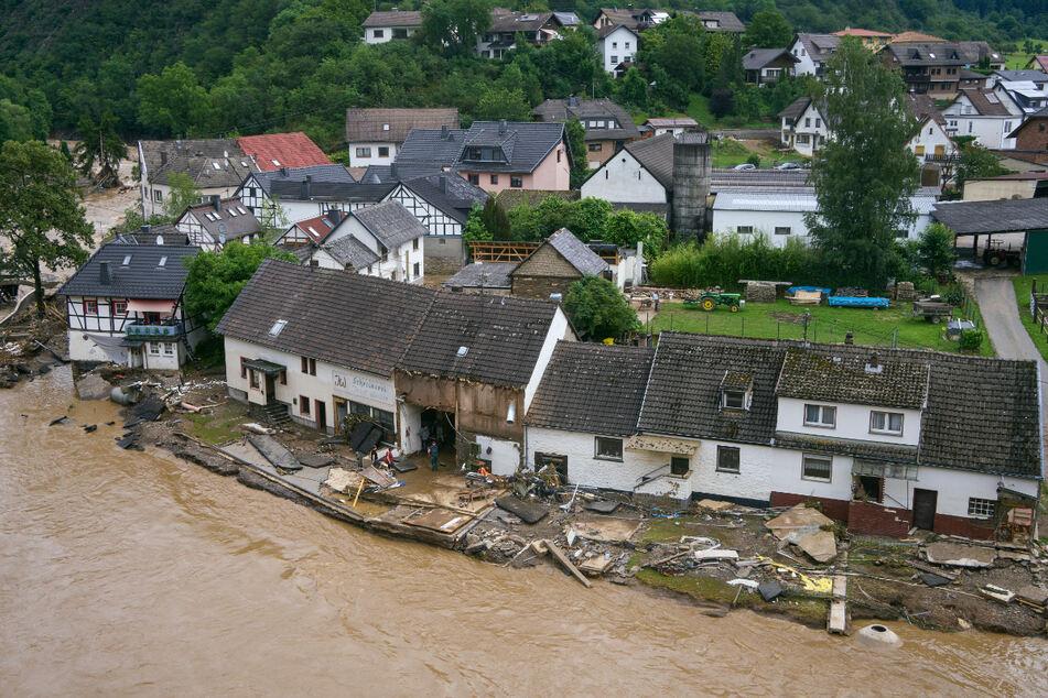Das Hochwasser hinterlässt in Schuld (Kreis Ahrweiler) eine Spur der Verwüstung.